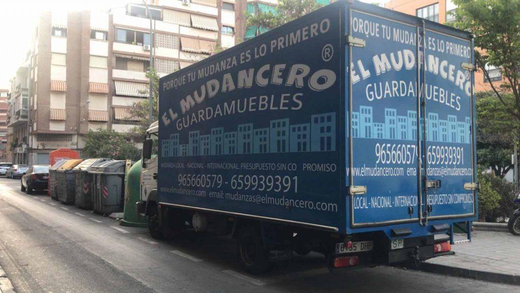 camión de mudanzas mudancero